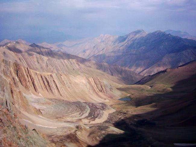 Scope of Kholeno Peak to...