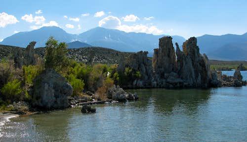 Sierra behind Tufa rocks