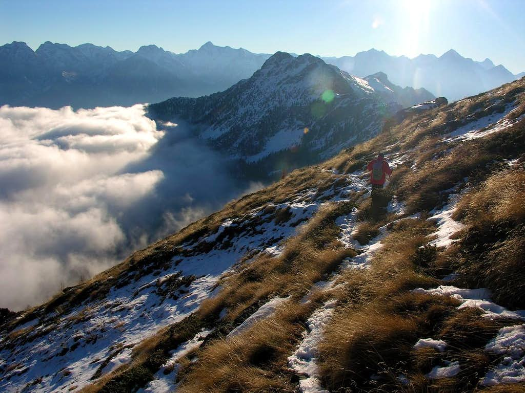 Descending from Mount Meabé to Aver/Longhede Points