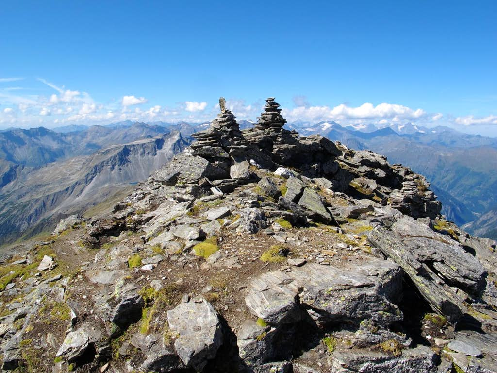 The summit of Grauleitenspitze (2893m)