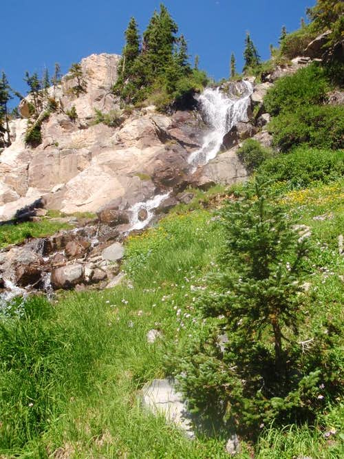 Waterfall towards Chiquita Lake