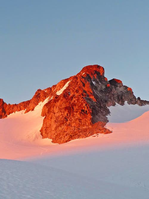 Alpenglow on Logan\'s Middle Summit
