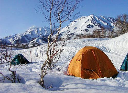 Camp near Kozelskij volcano,...