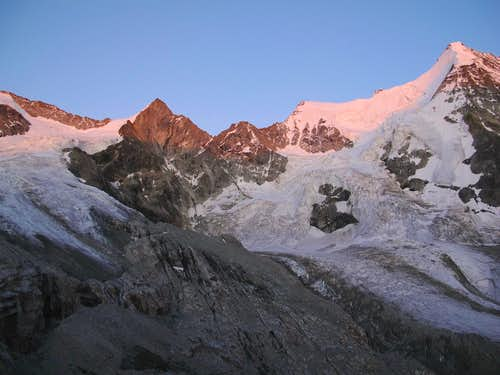 Trifthorn, Wellenkuppe and Obergabelhorn in the last rays of sunset pink
