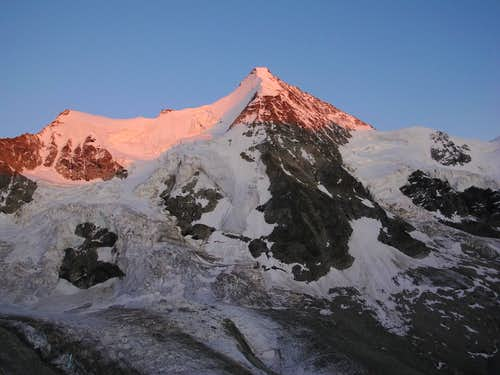 Wellenkuppe and Obergabelhorn in the last of the evening pink