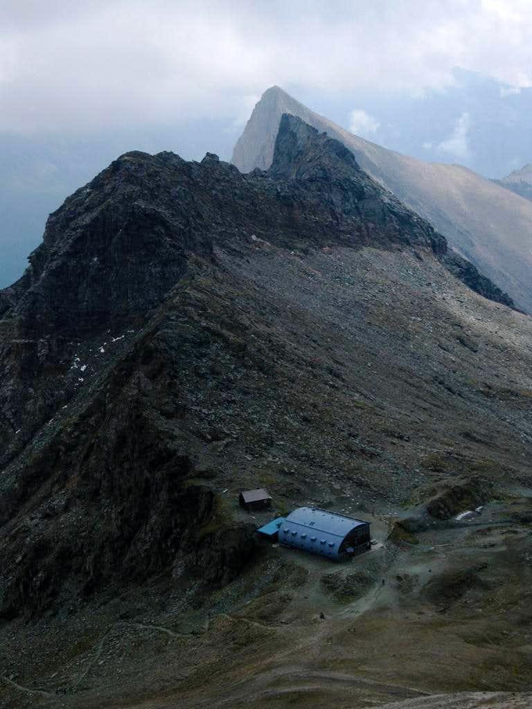 The Stüdlhütte in front of the Fanatkogel and Freiwandspitz