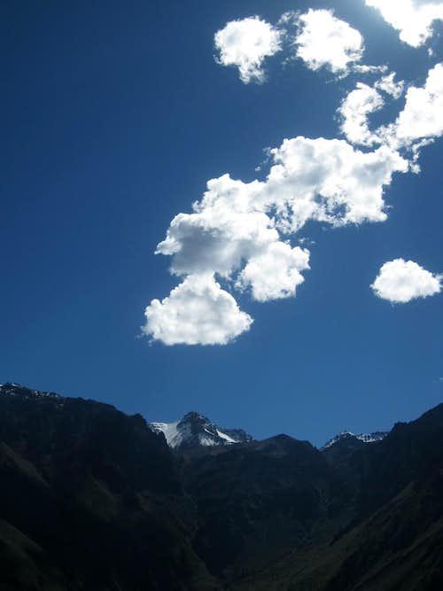 Gentle clouds over Sepregina (5432m)