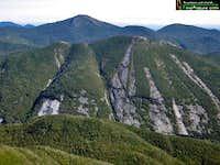 Vue au loin du mont Marcy à...