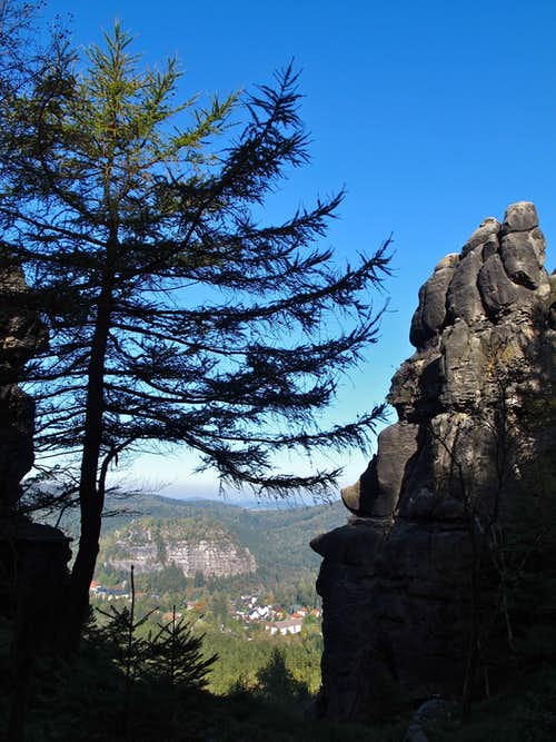 On Grosse Felsengasse, looking down to Mount Oybin