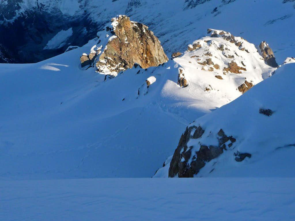 Light Contrast on the Ridge