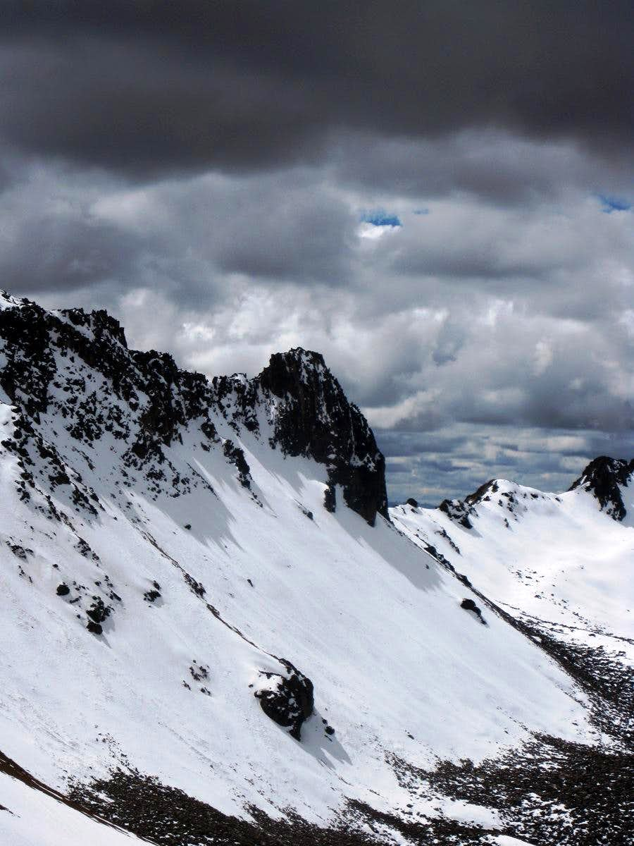 Detail of the east ridge of the central summit of Nevado Huarancante
