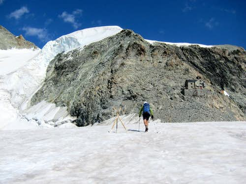 Snow field on approach to Dent Blanche hut