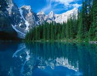 View accross Moraine Lake:...