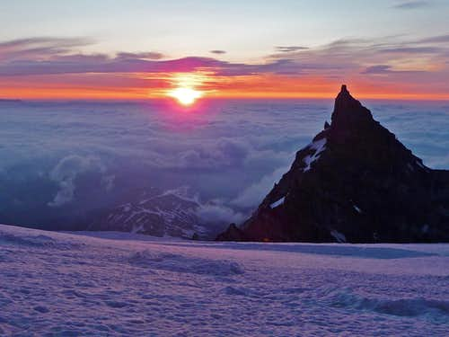 Sunrise at Ingraham Flats