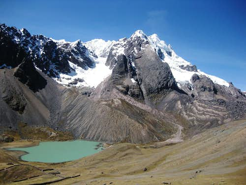 Cordillera Vilcanota, west of Campa Pass