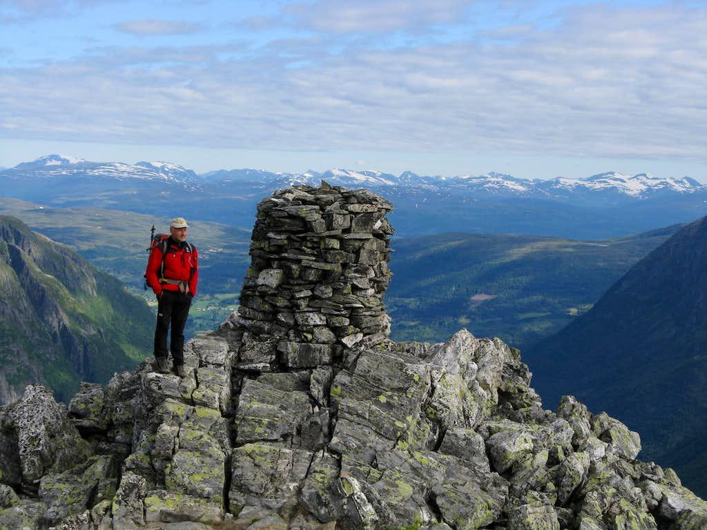 Eggjenibba, the huge summit cairn