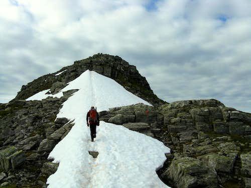 Eggjenibba, a snow's field towards the top