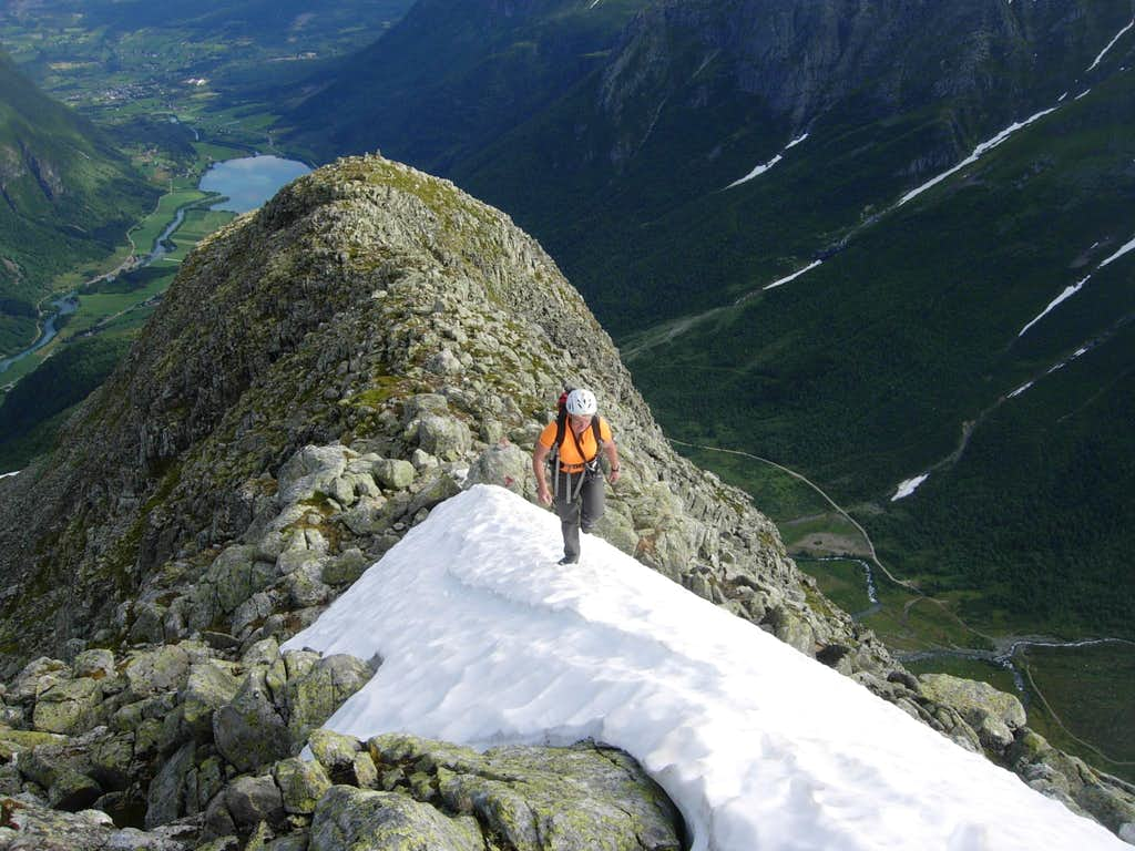 Eggjenibba, the summit snow ridge