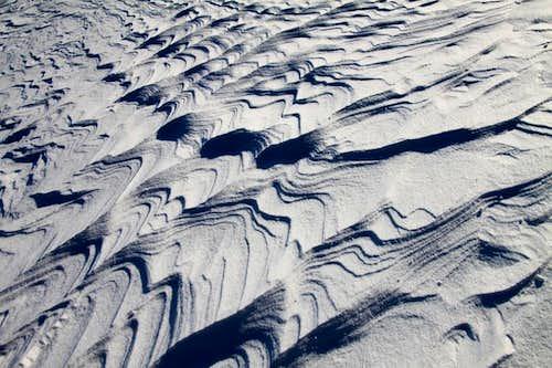 Snow ripples on Eldorado winter climb