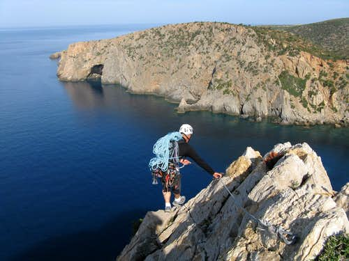 Porto Sciusciau cliff - Starting Abseils