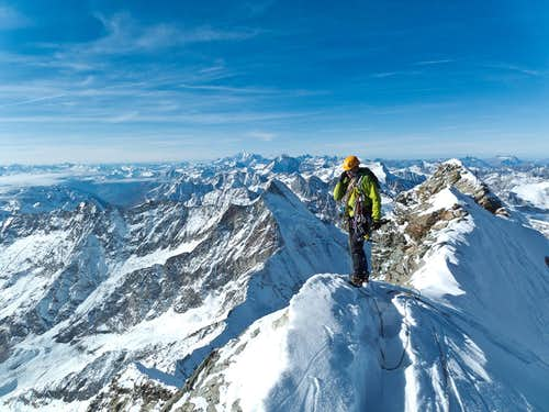 On the summit ridge which connects the Swiss and Italian summit.