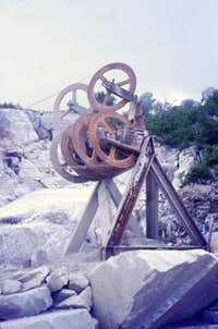 Apuanian Alps  white marble processing