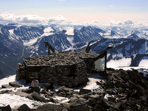 Galdhøpiggen summit shelter