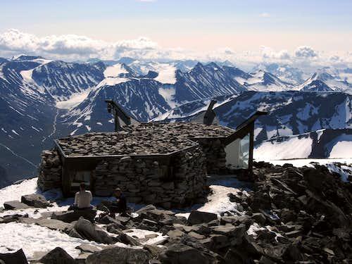Galdøppigen summit stones' hut