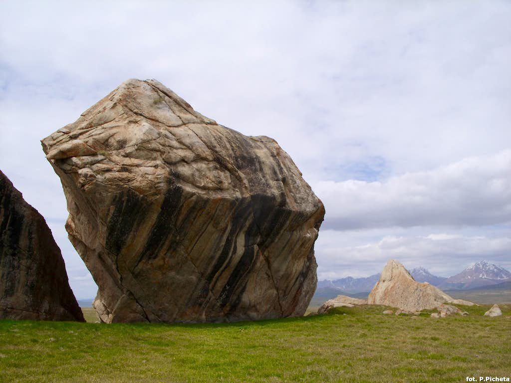 Huge Boulder  Photos, Diagrams & Topos  Summitpost. Fridge Kitchen Cabinet. Medallion Kitchen Cabinets. Top Of The Line Kitchen Cabinets. Best Paint Color For White Kitchen Cabinets. Changing Kitchen Cabinet Doors Ideas. Pictures Of Kitchen Cabinets With Handles. 24 Inch Kitchen Pantry Cabinet. 9 Inch Base Kitchen Cabinet