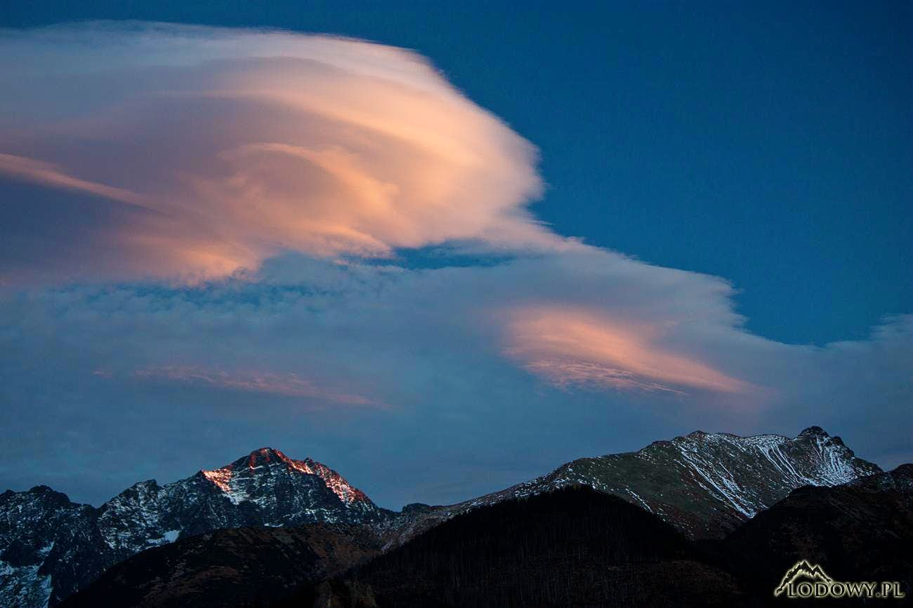 Lenticular afterparty. Tatras painted with the wind