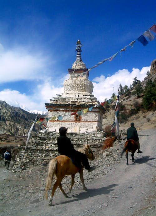 Annapurna trail - Chorten near Manang