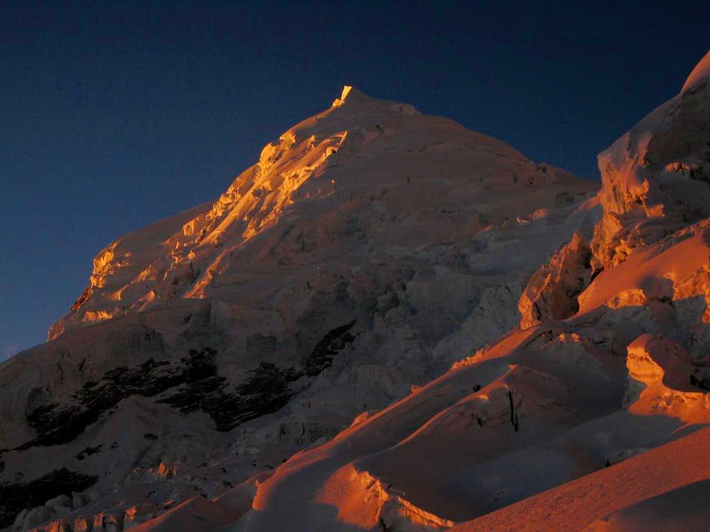 Alpenglow on Huascarán Norte