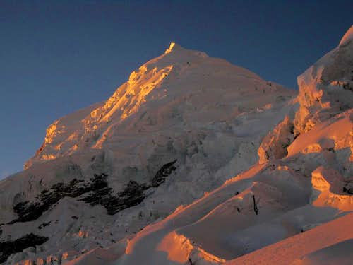 Alpenglow on Huascarán Norte