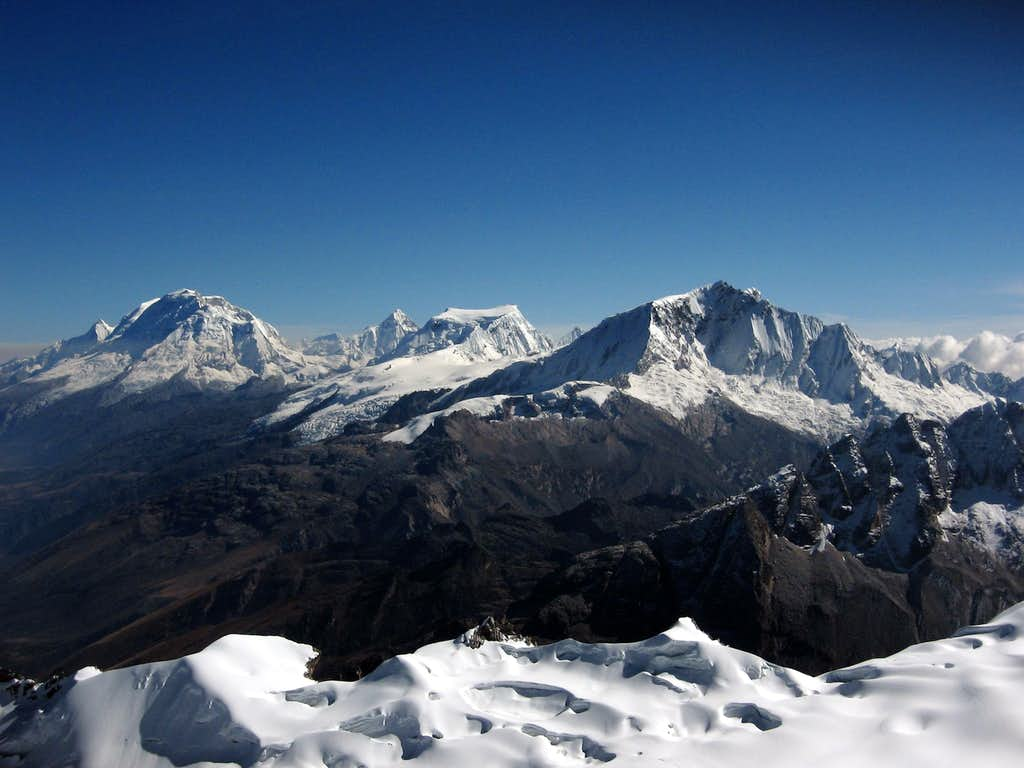 Central Cordillera Blanca seen from Vallunaraju summit