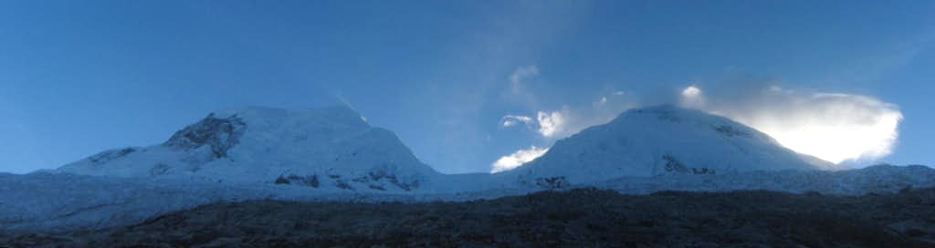 Huascarán panorama from the SW, from the refugio, with the sun behind Sur