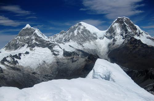 Chopicalqui, Huascarán Sur and Huascarán Norte from the summit of Yanapaccha