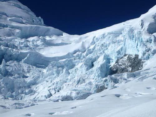 The impassable icefall directly below the col on Huascarán
