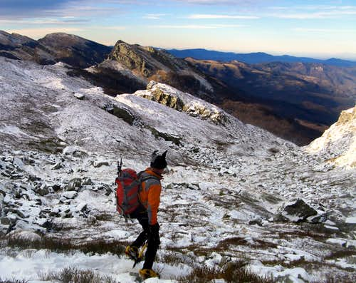 Sillara Circuit - Walking near the Snow\'s Great Hole