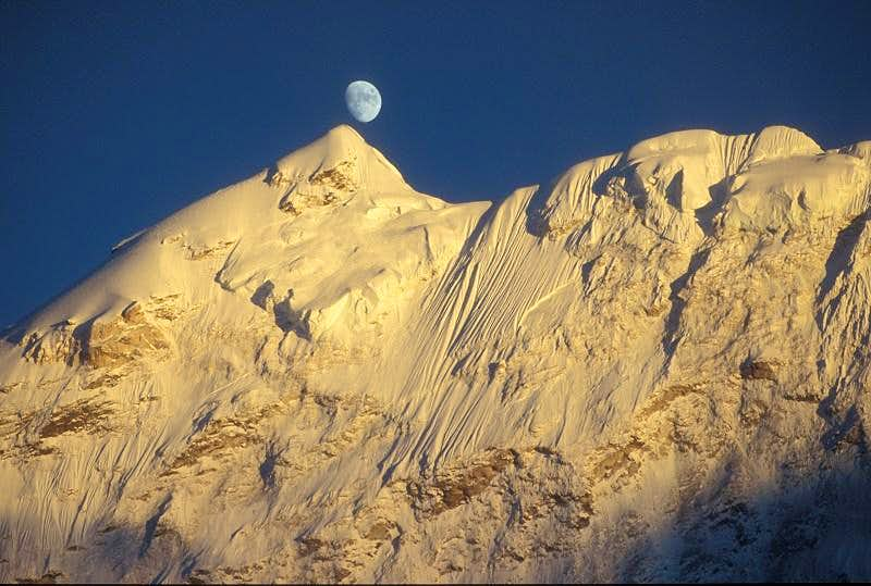 Moon over Baruntse