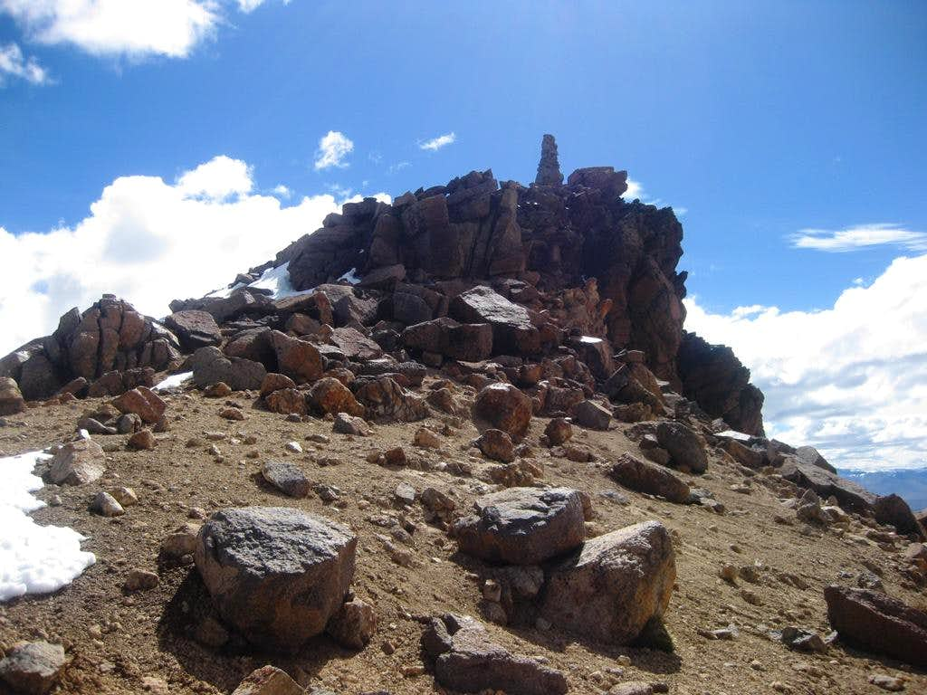 Nevado Chucura summit rocks