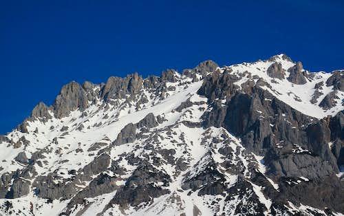 The rugged west ridge of Scheichenspitze (2667m) in the Dachstein group