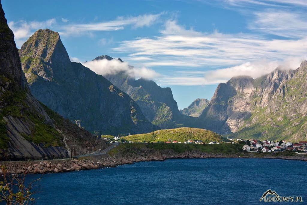 From Reine to the West