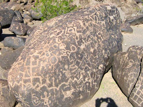 Oatman Mountain AZ (Painted Rock Petroglyphs)