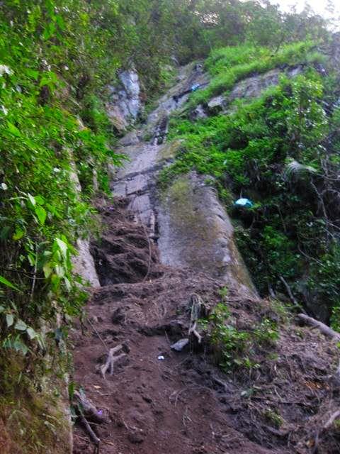 Broken trail on Putucusi