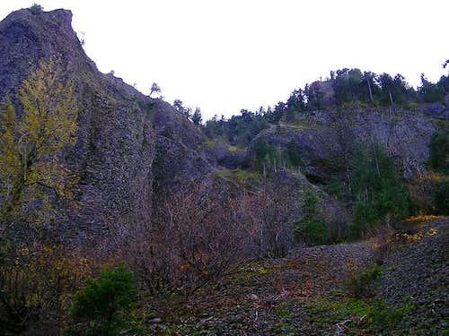 Cliffs on the NE side nearing...