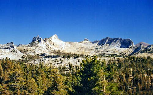 Echo Peaks and Matthes Crest from Sunrise Ridge