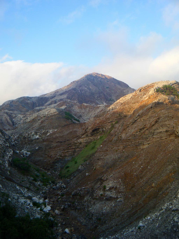 Canyon Sirung Crater 1