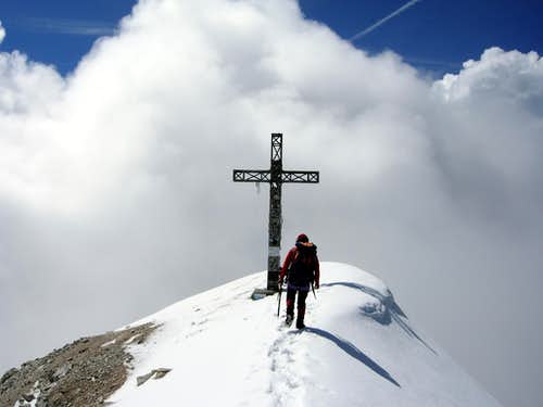 Tofana di Rozes summit Cross