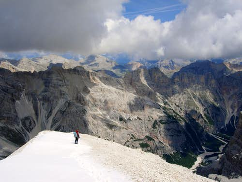 Tofana di Rozes summit ridge
