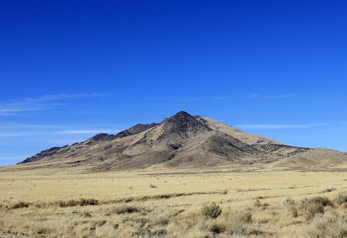 Blue Mountain seen from the turnoff Jungo Road